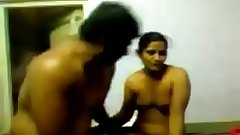 VID-20140710-PV0001-Dharmapuri (IT) 42 yrs old married financier Sivaraj fucking 27 Tamil married housewife aunties @ Kuppankottaai farm house sex porn video